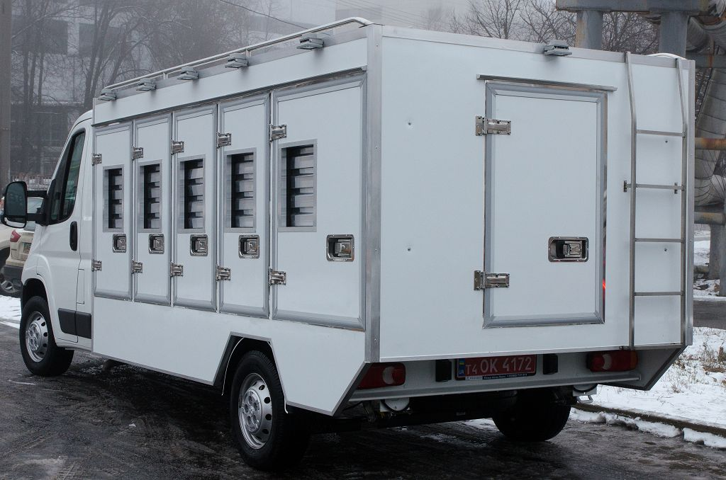 Special vehicle for capturing animals Peugeot Boxer
