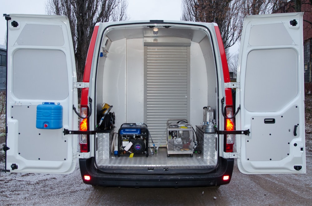 Car gas-defensive service based on Renault Master